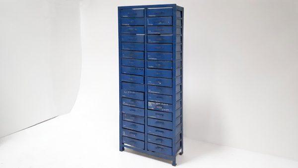 Die blauen Schieberschränke wurden von 1939 bis 1949 gebaut