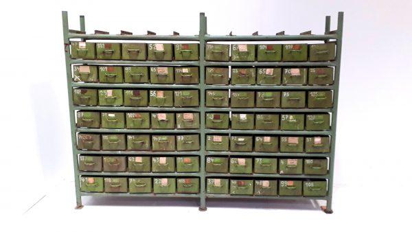 Der einzigartige Schubladenschrank bietet Stauraum in 70 Schubladen